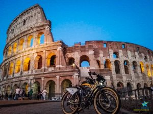 Bike Tour Rome - Colosseum - Imperial Forums - Arch of Constantine Visit Rome by bike in total absence of traffic.