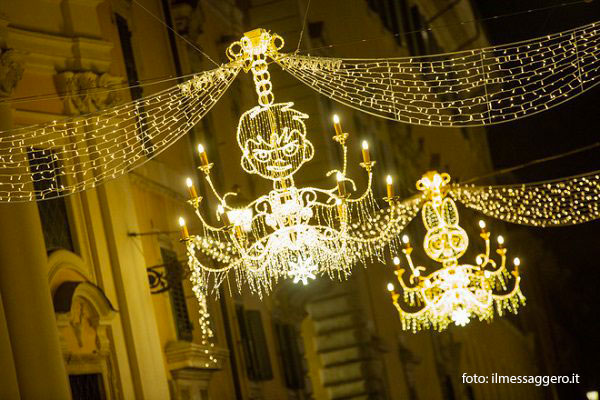 Luminarie Cartoon Via dei Condotti Natale 2018 Roma
